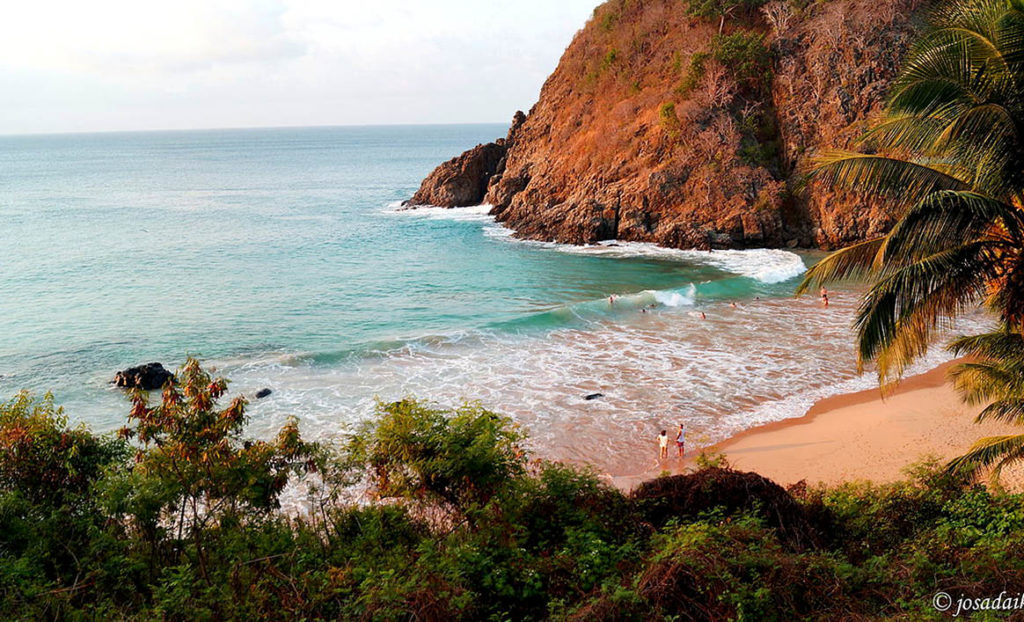 Onde fica Fernando de Noronha - por Praia do Cachorro por Josadaik Alcântara Marques
